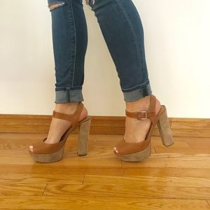 Steve Madden Jillyy Platforms. Leather and Suede